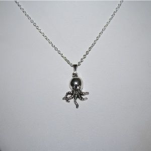 Cute jellyfish necklace nwot